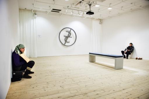 EU-migranter ställs ut i cyniskt konstprojekt