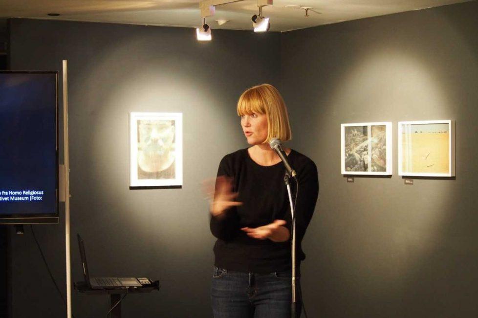 – Ved å tørre å være lokal, kan kunstkritikken berøre en nerve i tiden